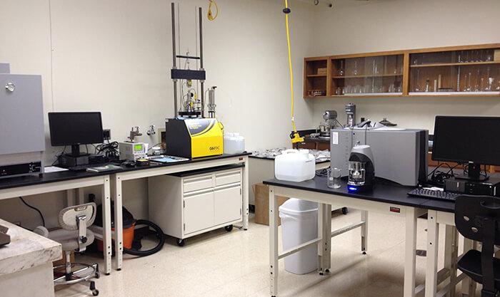 مختبرات متطورة تقنيًا